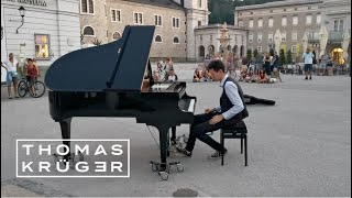 Amazing Pianist Plays Medley of famous Movie Themes in Salzburg