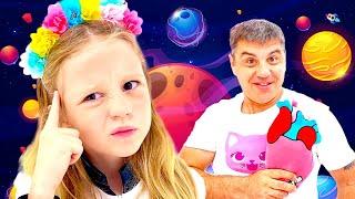 Nastya aprende sobre o espaço e os planetas e ajuda alienígenas