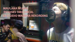 Maulana Wijaya take vokal di studio wahana rekording lagu terbaru