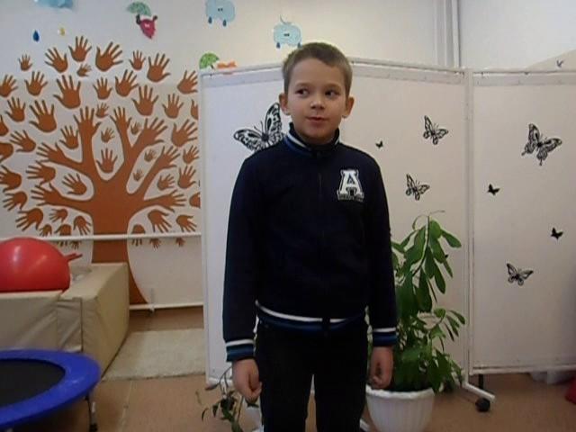 Изображение предпросмотра прочтения – НикитаУльянов читает произведение «Мартышка и очки» И.А.Крылова