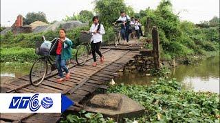 Đi bộ qua cầu phao cũng bị 'chặt chém' phí  | VTC