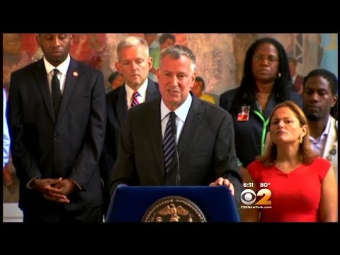 Mayor De Blasio Defends Bratton After Weeks Of Backlash Over Death Of Eric Garner
