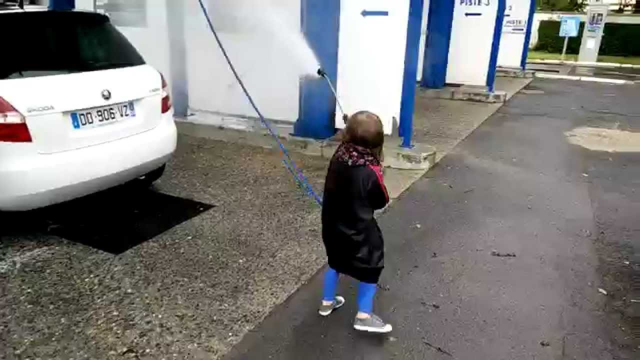 ne jamais faire nettoyer sa voiture par un enfant lol youtube