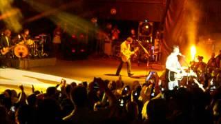 Honey Bee Blake Shelton and Miranda Lambert Shoreline Amp. 4/27/12
