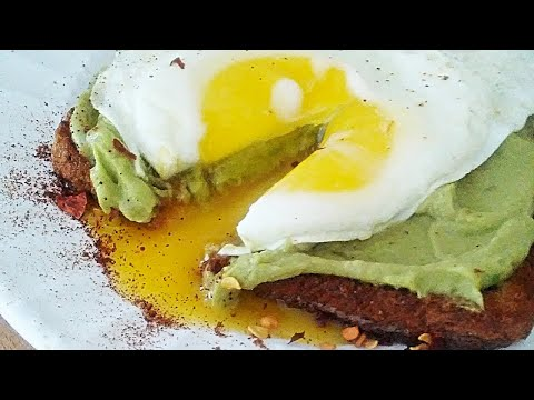 AVOCADO TOAST with SUNNY SIDE UP EGG! Simple, Quick and Easy!