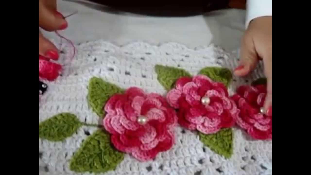 ... fazer aplica??o de flores e folhas em trabalhos de croche - YouTube