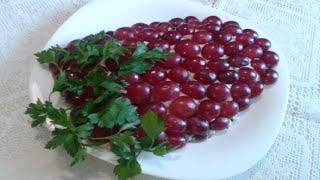 Салат с куриным мясом грибами и виноградом. Отличное сочетание продуктов!