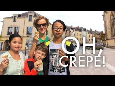 EATING OUR FIRST CRÊPE AT A FRENCH STREET MARKET : Traveling Full-time w/9 kids