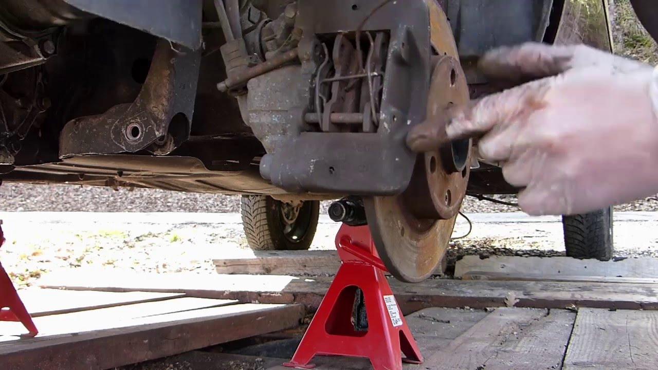 Comment remplacer disques et plaquettes sur citro n ax for Garage changement plaquette de frein