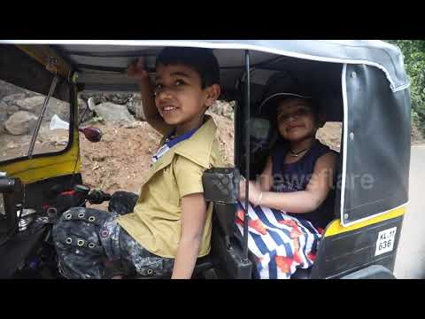 indian-man-builds-a-fully-functional-mini-auto-rickshaw-for-his-children