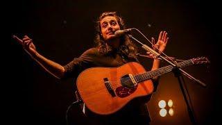 Baixar Tiago Iorc toca pela, primeira vez em show, música que compôs aos 17 anos!