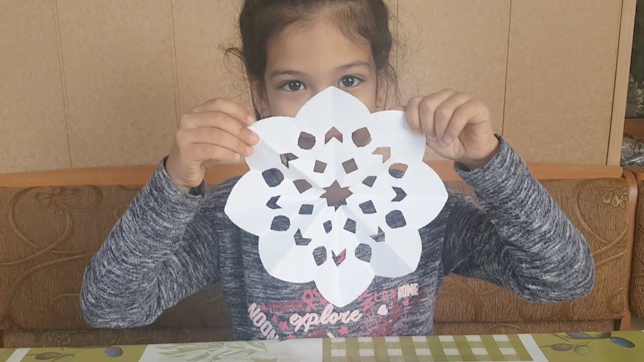 Снежинка из бумаги - Как вырезать снежинку из бумаги? - DIY