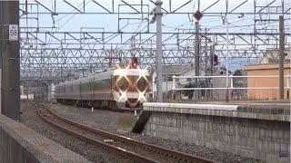 特急ワイドビューしなの17号が塩尻駅6番線を発車して間もなく…塩尻駅5番線に…【383系特急ワイドビューしなの20号】が到着します(^^;)…6両編成です。