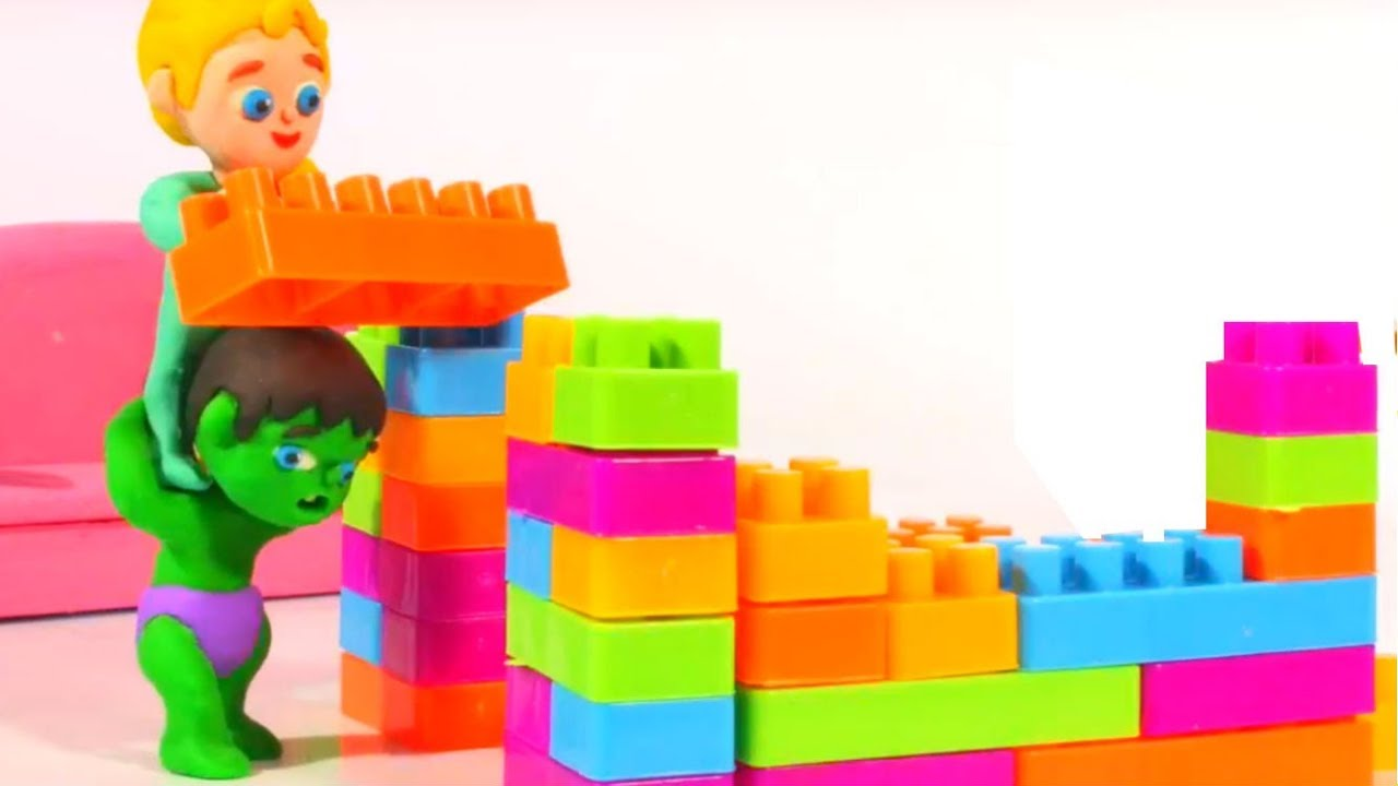 SUPERHERO BABIES BUILDING A HOUSE ❤ Spiderman, Hulk & Frozen Play Doh Cartoons For Kids
