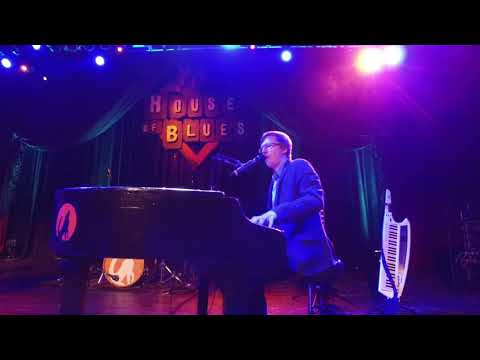 Mark Manuel - Win Tickets To Howl At The Moon Dueling Pianos NYE At The Isle