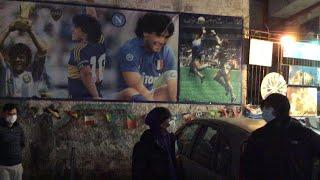 Napoli, il dolore dei tifosi per la morte di Maradona: