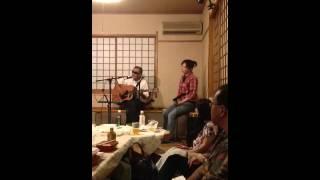 静岡市葵区太田町商店街の夜店市でのライブ。