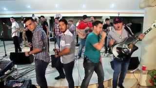 Los Mayitos De Sinaloa Ft Punto Medio Popteo Banda   Atuendo Elegante En Vivo 2014bajaryoutube com