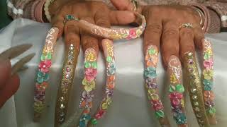 Long nails and flowers