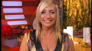 Download Video Show Presenter In Satin Dress & Big Boobs MP3 3GP MP4