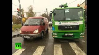 Московский водитель провел почти сутки в помещенном на эвакуатор автомобиле(, 2014-10-16T15:02:59.000Z)