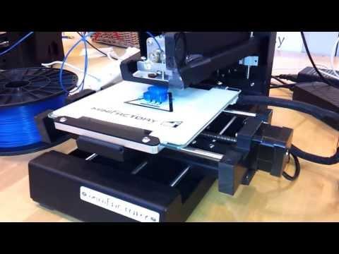 3D printing Tux at Tapiolas's library