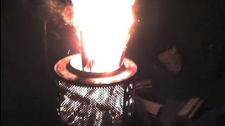 Feuerkorb aus einer Waschmaschienen Trommel im Einsatz