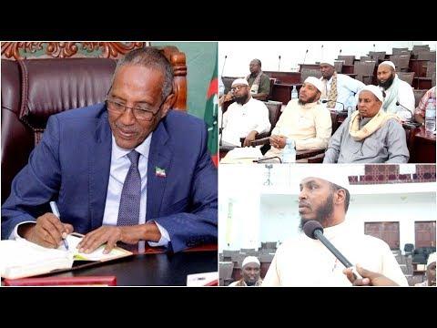 Culumada iyo Garyaqanada Somaliland oo Golaha Guurtida geeyay Xeerkii Muuse Biixi Saxiixay