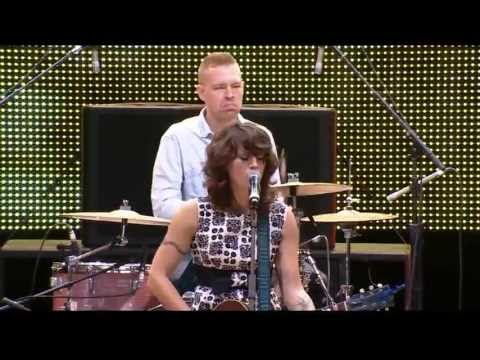 Sasha Dobson - I Could Be Happy (Live at Farm Aid 2013)