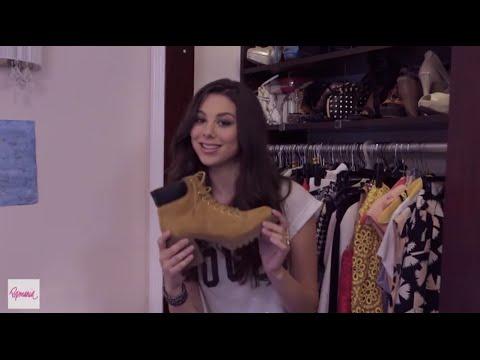 Kira Kosarin Shows YOU Her Personal Bedroom Closet!из YouTube · Длительность: 4 мин9 с