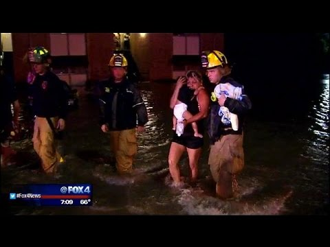 Apartment residents rescued in Grand Prairie