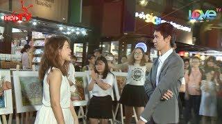 Chàng trai bật khóc khi bạn gái nhảy flashmob giữa đường sách tỏ tình trước đám đông du khách 😍