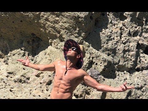 Hiking Naked - SEAN VAN DER WILT