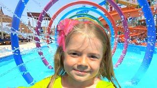 Anabella se joaca in piscina pentru copii | Video pentru copii