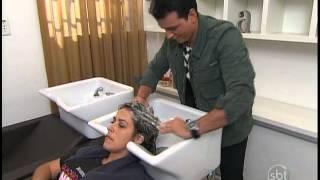 Esquadrão da Moda - Rodrigo Cintra alonga cabelo de participante