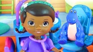 Доктор Плюшева играет в дантиста  Развивающее видео с игрушками для детей  Doc McStuffins dentist(В этом развивающем мультфильме для детей Доктор Плюшева (Doc McStuffins) будет дантистом. Сегодня в её кабинет..., 2015-06-30T08:27:12.000Z)
