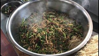 工地大锅饭:老师傅手艺真是绝了,工人们吃完三碗还想要!