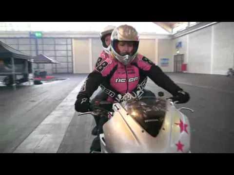 Clip Ô tô xe máy  oto xe may Người đẹp biểu diễn mô tô mạo hiểm  MyCar