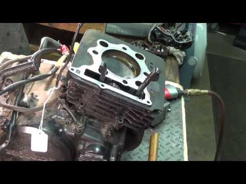 1984 Honda XL 350 - Top End Removal