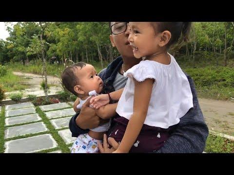 Horee Papah pulang dari Solo - Reaksi Shanti dan Shindi ke Temu Papah - Oleh oleh makan Donut
