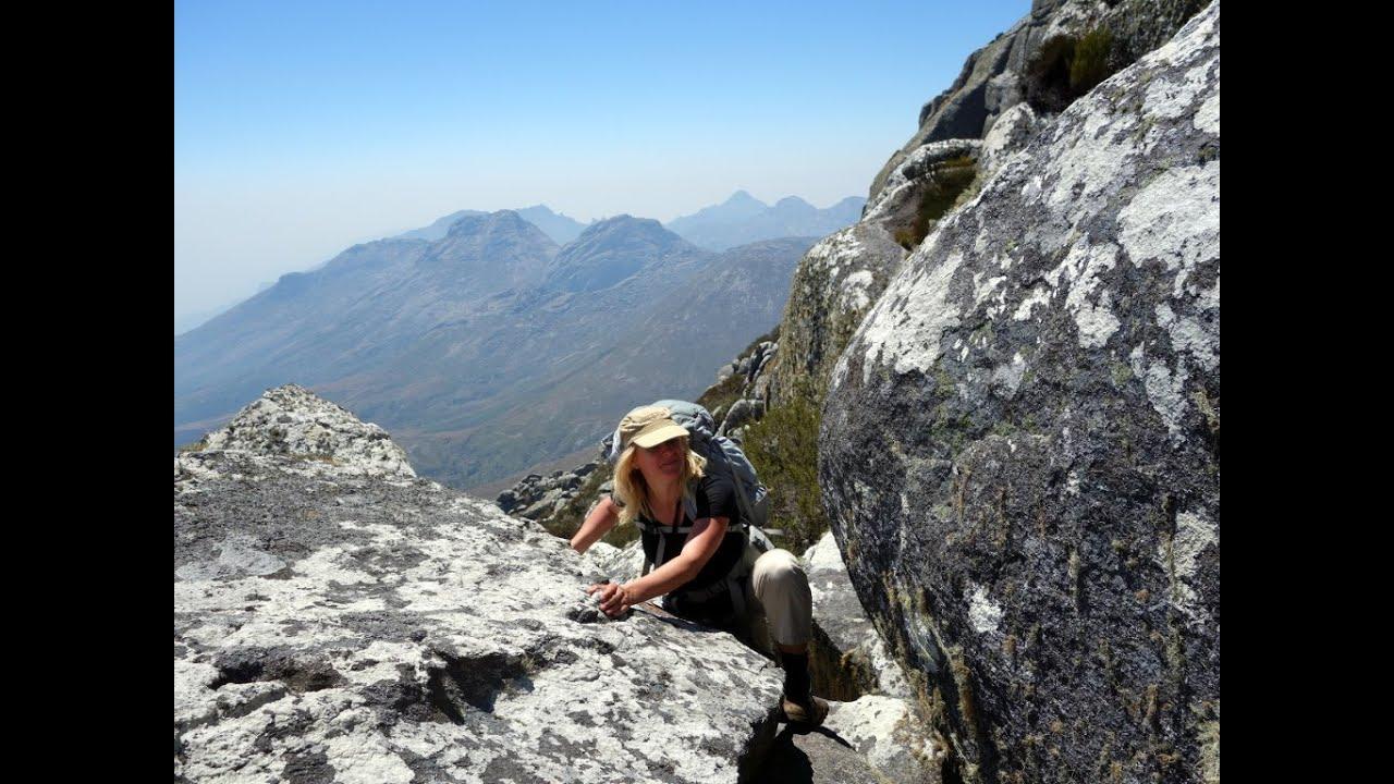 Mountain Life T-shirt Hiking Size S M Brown Hiker Rock Climbing Climber Cave