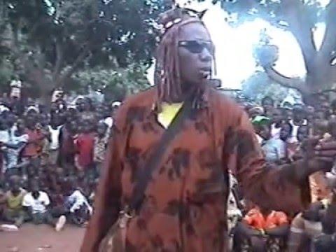 Spectacle chasseurs Donso / musiciens Sèrèwa (Kouroussa, Guinée Conakry, Mandén)