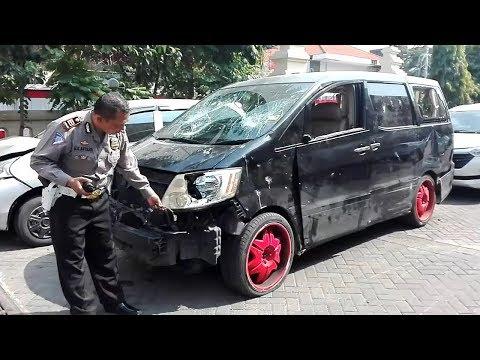 Ringsek dan Ada Bercak Darah, Begini Kondisi Alphard yang Diamuk Warga Usai Tabrak Lari di Surabaya