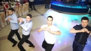 в грузинском ресторане танцуют лезгинку и грузинские народные танцы