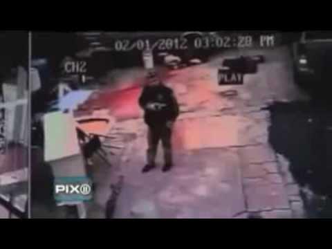 New York Police offers KILL unarmed man!
