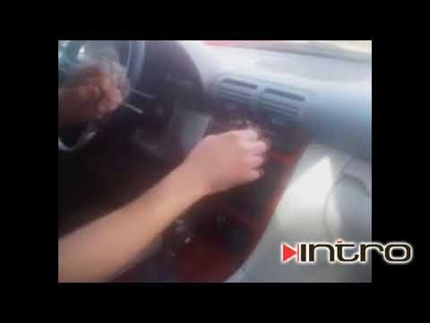 Как снять штатную магнитолу Mercedes C Klasse