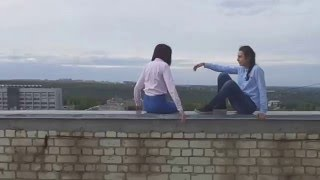 Подруги вместе спрыгнули с крыши 12-ти этажного до