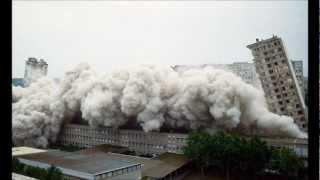 Démolition de la barre B, à Avignon dans le quartier de Champfleury (M6 1987)