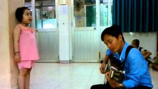 Cô bé bệnh Nhi mắc bệnh hiểu nghèoL Ung Thư Máu hát một ca khúc cảm động!!!