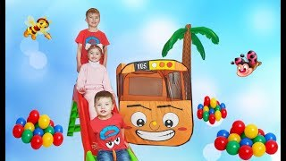 Dominika and Richard play with bus